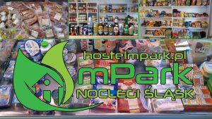 Na terenie hostelu mPark funkcjonuje doskonale zaopatrzony sklep ogólnospożywczy, który oferuje dodatkowo codziennie od godziny 12:00 gorące posiłki.